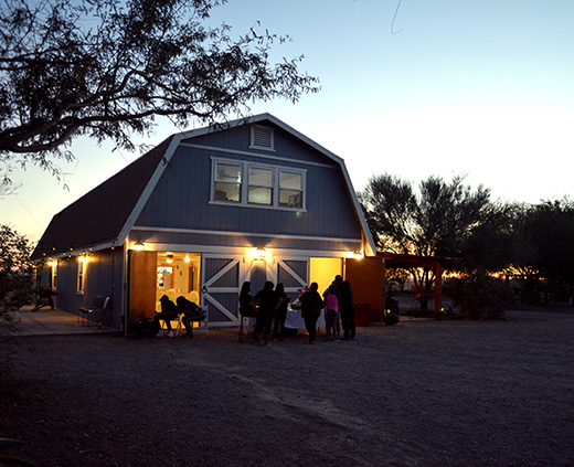 18_WellingtonRanch_nightbarn_520x423